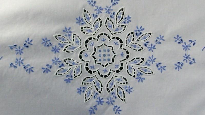 Douceur et rêve bleu  www.corinnebernardesboutique.com