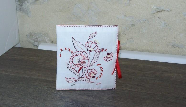 Délicat livret destiné aux couturières www.corinnebernardesboutique.com